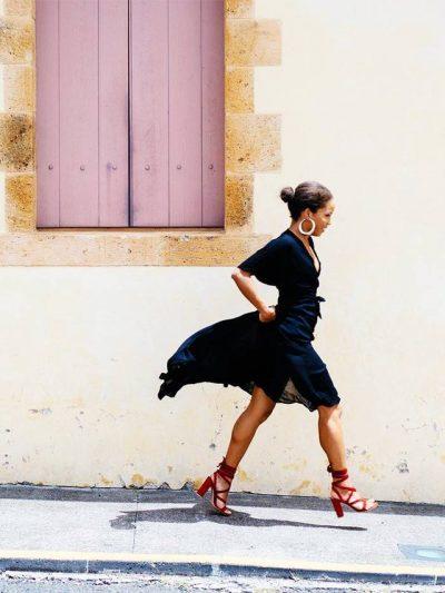 Gjashtë fustane që duhet të ketë çdo grua: Nga modeli i derdhur deri tek…(FOTO)
