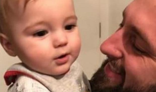 DJALI I MAJK HEDH HAPAT E PARË/ Majlinda Zeka poston videon e ëmbël të Roanit (FOTO)