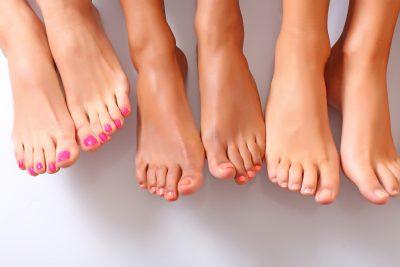 E frikshme! Një grua humbi thonjtë e këmbës pas një trajtimi të zakonshëm