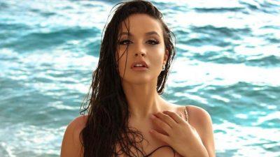 """Oriola Marashi """"ndez"""" rrjetin me fustanin transparent në plazh, por ky detaj do t'ju shokojë!"""