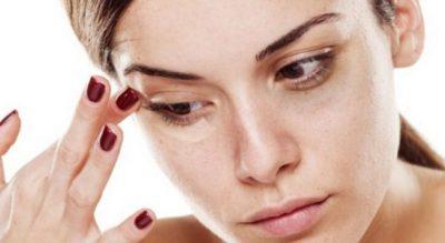 Receta që zhduk qeskat nën sy dhe rrudhat për katër ditë