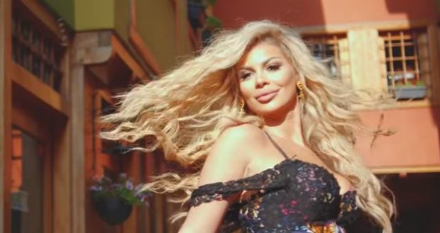 Luana publikoi këngën e re, gazetarja shpërthen në kritika ndaj saj: Opsioni 'mute' është ilaç për veshët…