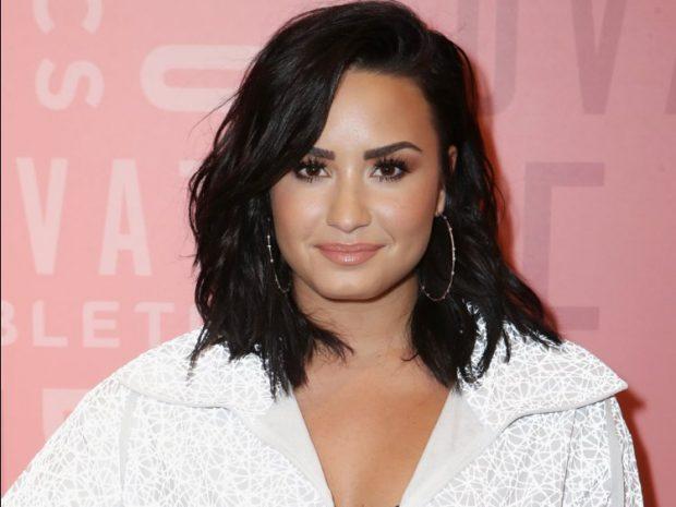 DASHURIA E FANSAVE/ Teksa Demi Lovato luftonte me vdekjen në spital fansat e saj… (FOTO)