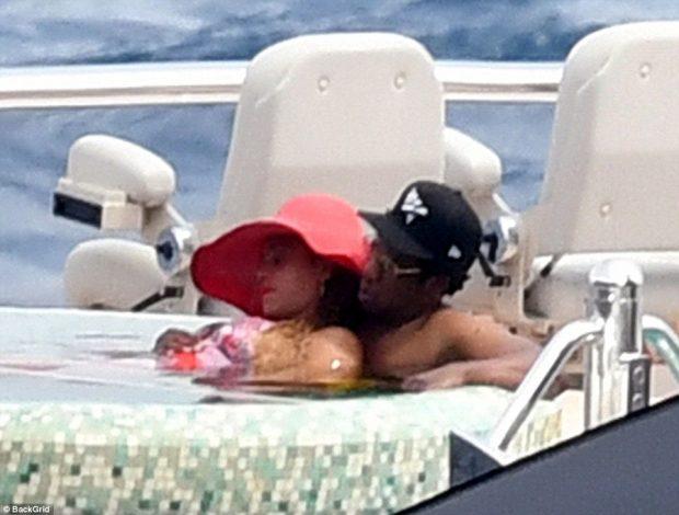 Beyoncé dhe Jay-Z momente relaksi në jahtin 180 milion dollarë në brigjet e Caprit
