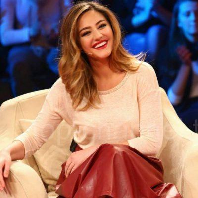 """Mos ndoshta Bieta Sulo sapo pranoi që do të jetë moderatorja e """"Pasdite në Top Channel""""?! Studioja e re po… (VIDEO)"""