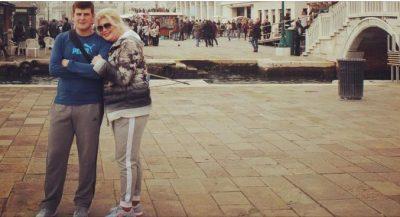 Një nënë krenare si Eni Çobani: Im bir është diploma e jetës sime, jam krenare që… (FOTO)