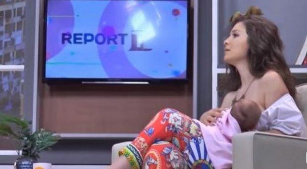 FOSHNJA NISI TË QAJË/ VIP-ja shqiptare e ushqen me gji në mes të emisionit (VIDEO)