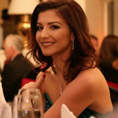FLORIANA GARO ME PUSHIME NË SHQIPËRI/ Shihni me kë po i kalon moderatorja mbrëmjet (FOTO)