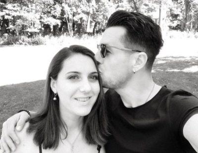 Vedat Ademi publikon këngën e re, bashkëshortja e krahason me yllin ndërkombëtar