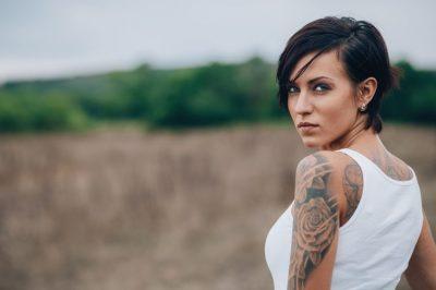 Trendet më të famshme për tatuazhe këtë vit janë këto… (FOTO)