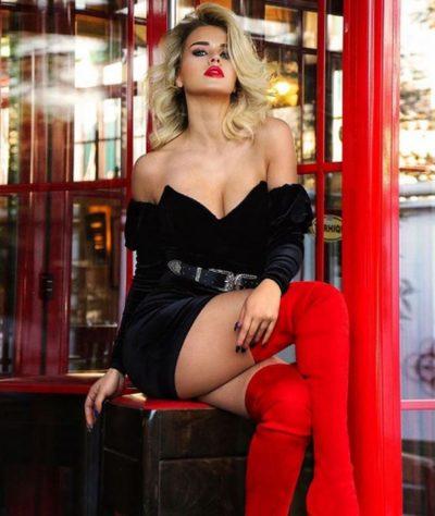 """KEJVINA """"CMEND"""" RRJETIN/ Publikon foto nga pushimet e saj në Mykonos (FOTO)"""
