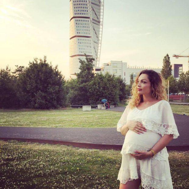 Këngëtarja shqiptare bëhet nënë për herë të dytë, publikon FOTON e djalit të porsalindur