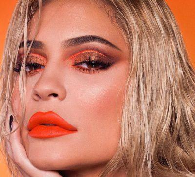 Kylie Jenner e hoqi gjithë mbushësin e buzëve dhe ka një arsye të veçantë përse e mori këtë vendim