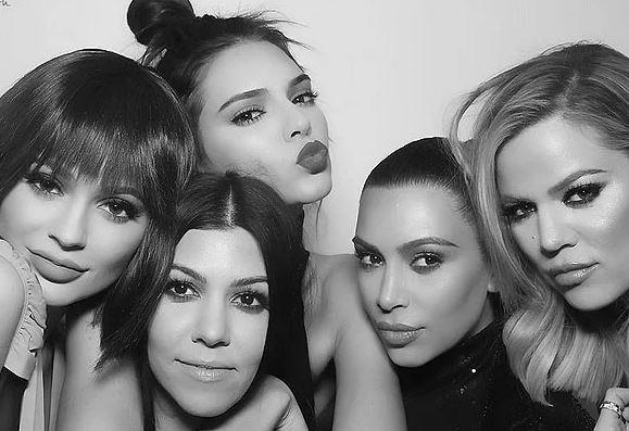 Familja Kardashian kryeson listën e të pasurve, ja cila nga motrat është MILIARDERE
