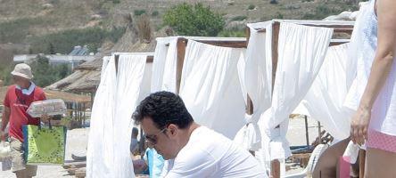 Pasioni për FOTO i merr kohën e plazhit Niko Peleshit! Ja ku ndodhet ministri…