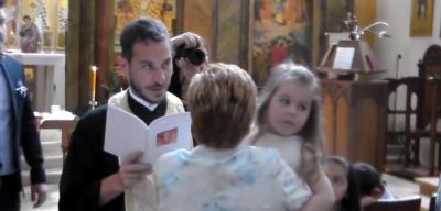 Prifti PEDOFIL kapet lakuriq në makinë me një vajzë 10-vjeçare