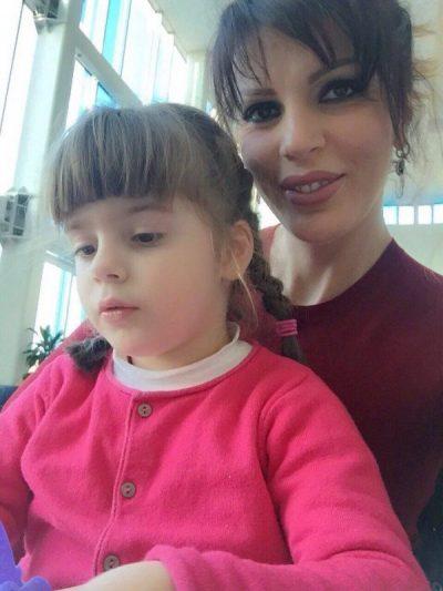 Fenomeni i veçantë i hënës, Sonila Meço e shijon me të bijën përkrah
