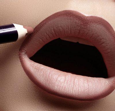 Edhe ju mund ti keni/ Ky është sekreti për buzë më të trasha (VIDEO)