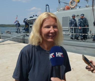 E pabesueshme/ Gruaja që ra nga anija ndenji 10 orë në det, tregon sekretin që e mbajti gjallë