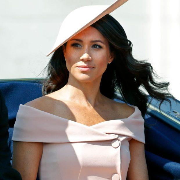 Meghan ti je? Dukesha e re shfaqet e veshur super SEKSI krah  Princit Harry (FOTO)