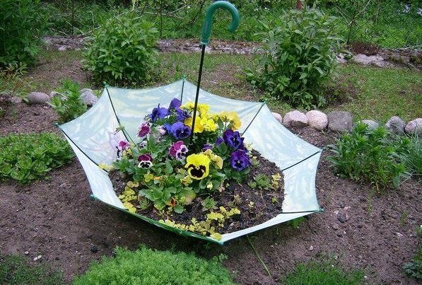 MOS HIDHNI ASGJË/ Vjetërsirat përdorini për dekorimin e kopshtit (FOTO)