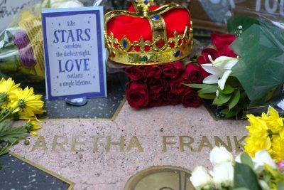 """NDERIME PËR IKONËN/ Ja si përcillet në SHBA Mbretëresha e muzikës """"SOUL"""" (FOTO)"""