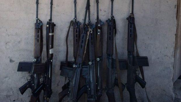 I ZËVËNDËSOJNË ME LODRA/ Hajdutët vjedhin 42 armë të policisë… (FOTO)