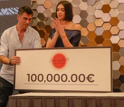 Dua Lipa sapo dhuroi 100 mijë euro/  Ja kush do t'i marrë të gjitha këto para (FOTO)