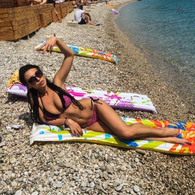 """EINXHEL SHKIRA ME LINJA PERFEKTE/ Moderatorja e njohur """"tërbon"""" ndjekësit nga Antalya (FOTO)"""