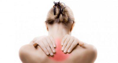 Simptomat e vërteta të dhimbjes së qafës/ Ja kur duhet të filloni të shqetësoheni