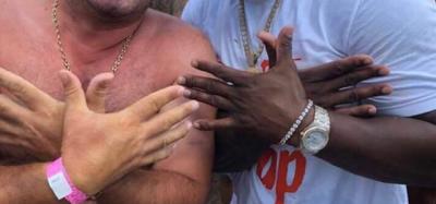 TREND KUDO NË BOTË/ Reperi i famshëm amerikan bën me dy duar shqiponjën