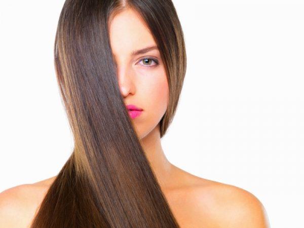 Të drejtosh flokët nuk ka qenë kurrë më e lehtë, përdorni këto produkte natyrale
