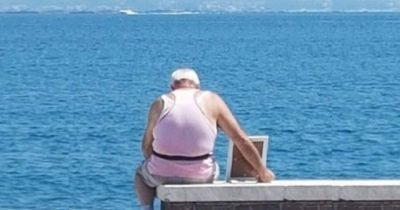 I VDIQ GRUAJA 7 VITE MË PARË/ Pensionisti merr foton e saj çdo ditë në plazh