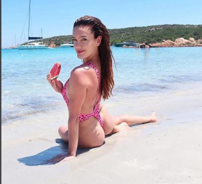 """PASI DOLI DJE ZBULUAR/ E veshur me bikini të plota Klaudia Pepa """"HABIT""""ndjekësit me foton e postuar"""