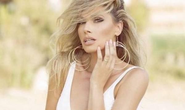 Një tjetër tatuazh në trupin e Ledina Çelos/ Këngëtarja gdhend në lëkurë dashurinë e përjetshme (FOTO)