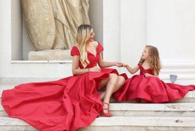 Rezarta Shkurta dhe e bija ndajnë çdo moment së bashku/ Janë shndërruar në miket më të mira të njëra-tjetrës