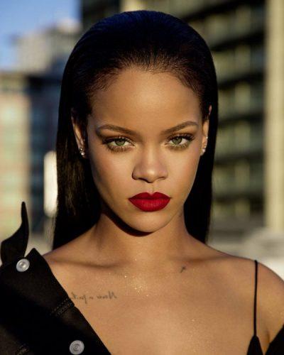 U munduat për t'i trashur vetullat/ Rihanna sapo solli trendin e ri (FOTO)