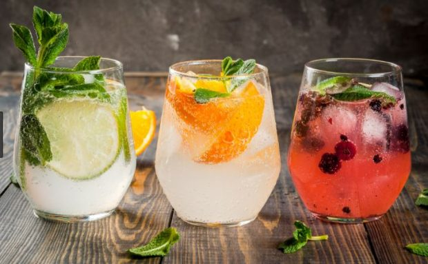 Pijet për të shuar etjen në ditët e nxehta