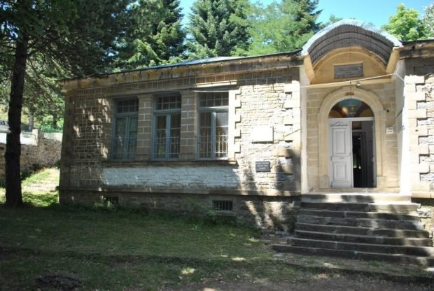 Shkolla shqipe në Dardhë shpallet Monument Kulture (FOTO)