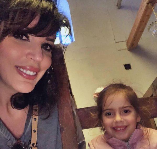 Festë në familjen e Sonila Meços/ Gazetarja bën rrëfimin prekës për të bijën: Uroj t'i dhurosh botës…(FOTO)