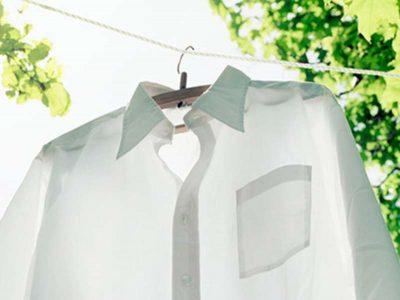 Si të rikthejmë bardhësinë e një këmishe pa e larë në temperatura të larta