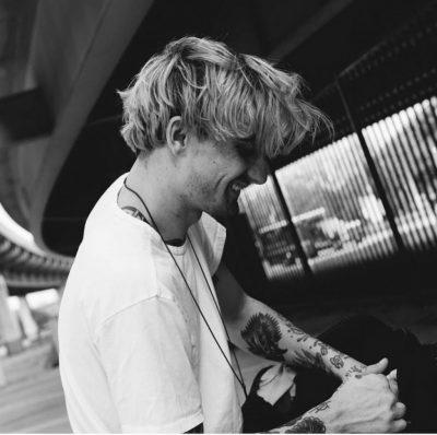 TRAGJIKE/  Ndahet nga jeta në moshën 28-vjeçare këngëtari i njohur (FOTO+VIDEO)