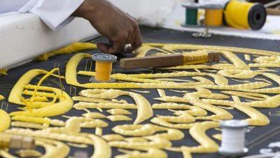 Ndërrohet mbulesa e Qabesë/ U qëndis me 120 kilogram fije ari dhe argjendi