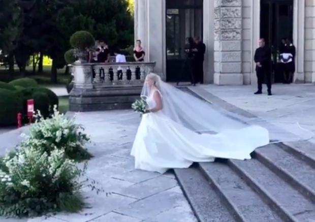 Valle tironse në mes të Como-s/ Zbulohen pamjet e papublikuara nga dasma e Sarës dhe Ledionit (VIDEO)