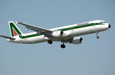 Vajza 2-vjeçare vdes në avion, ataku në zemër i mori jetën