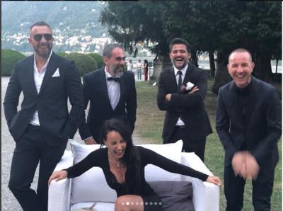 PUBLIKON PAMJET NGA DASMA/ Albana Osmani pozon seksi rrethuar nga katër meshkuj (FOTO)