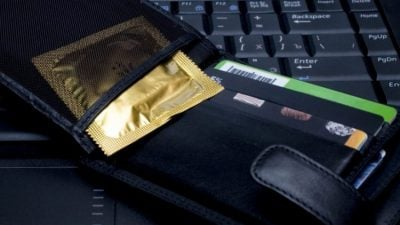 FAKTI I RADHËS: Djema mos mbani PREZERVATIV në portofol. ARSYEJA do t'ju habisë