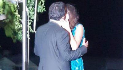 ME TË DASHUR MË TË RE SE VETJA/ FOTO: Kush është MINISTRI që shkëmbeu puthje në rrugë me partneren