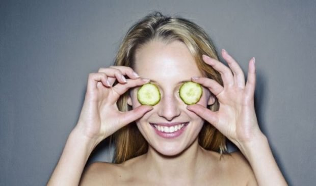FAKT: Këto gjëra duhet të bëni gjithnjë për fytyrën tuaj para gjumit