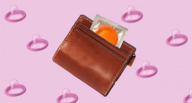 Keni një prezervativ në kuletën tuaj? Ja pse po e mbani në vendin e gabuar!